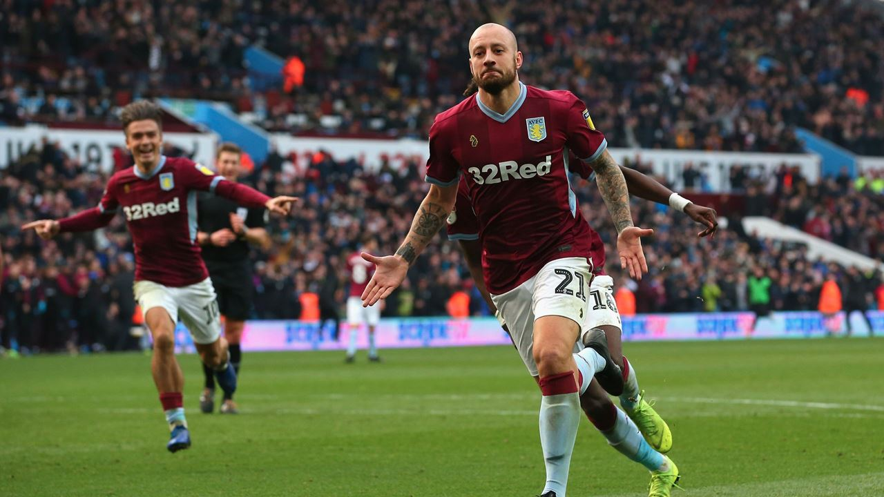 Alan Hutton Aston Villa